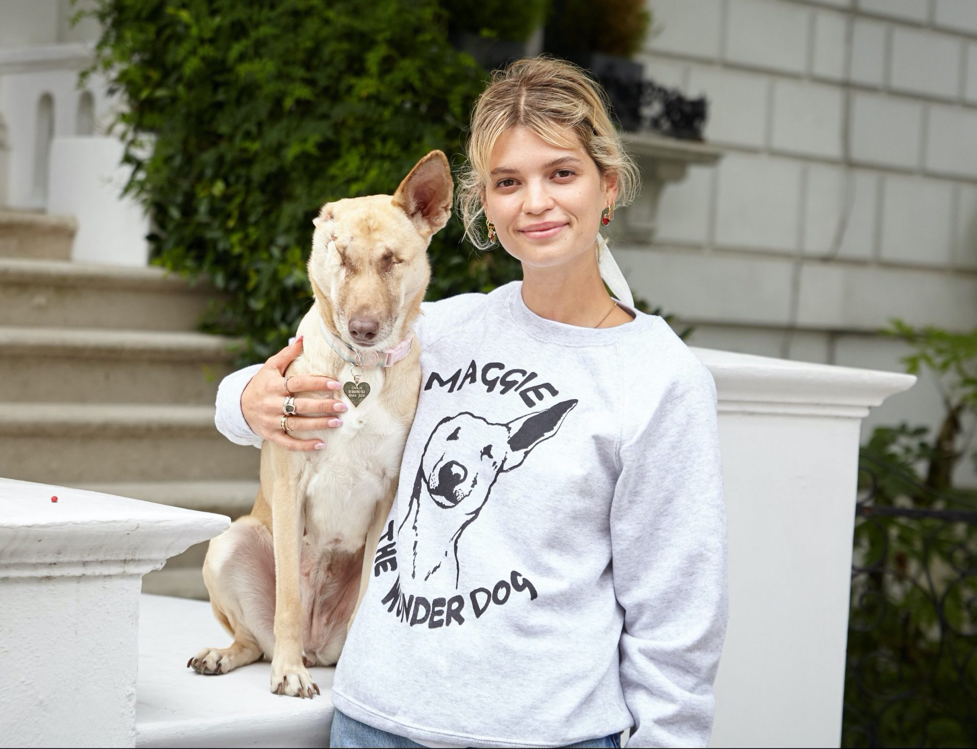 Profits from the Maggie the Wunderdog sweatshirt support our project work in Lebanon